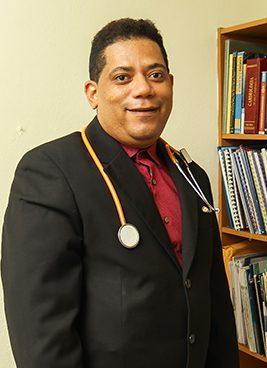 Dr.-Rafael-Medina,Medico-Internista